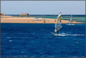 Egyptské letovisko Dahab a windsurfisté