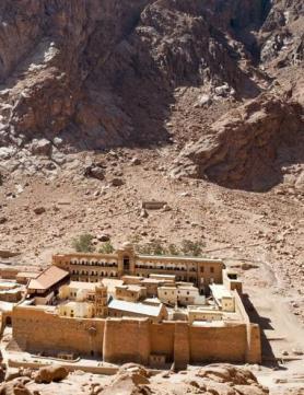 Klášter svaté Kateřiny na nejvyšší hoře Sinajského poloostrova