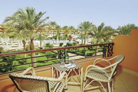 Egyptský hotel Amwaj Resort s terasou