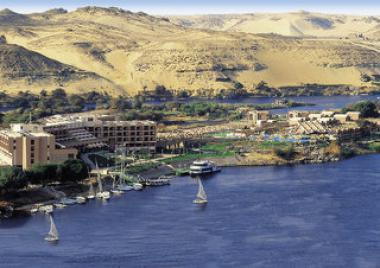Egyptský hotel Pyramisa Isis Island u moře
